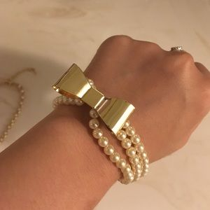 Pearl with gold bowl bracelet